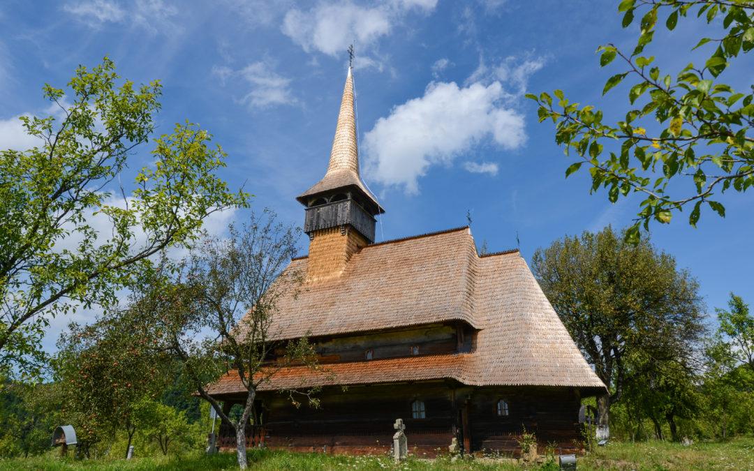 """Biserica de lemn """"Intrarea Maicii Domnului ȋn Biserică"""" din Bârsana (monument UNESCO)"""