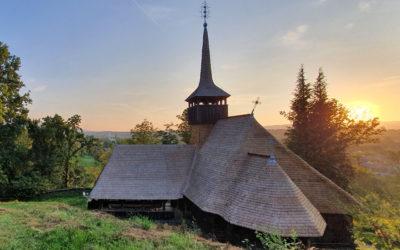 """Biserica de lemn """"Nașterea Maicii Domnului"""" din Călinești Căieni"""