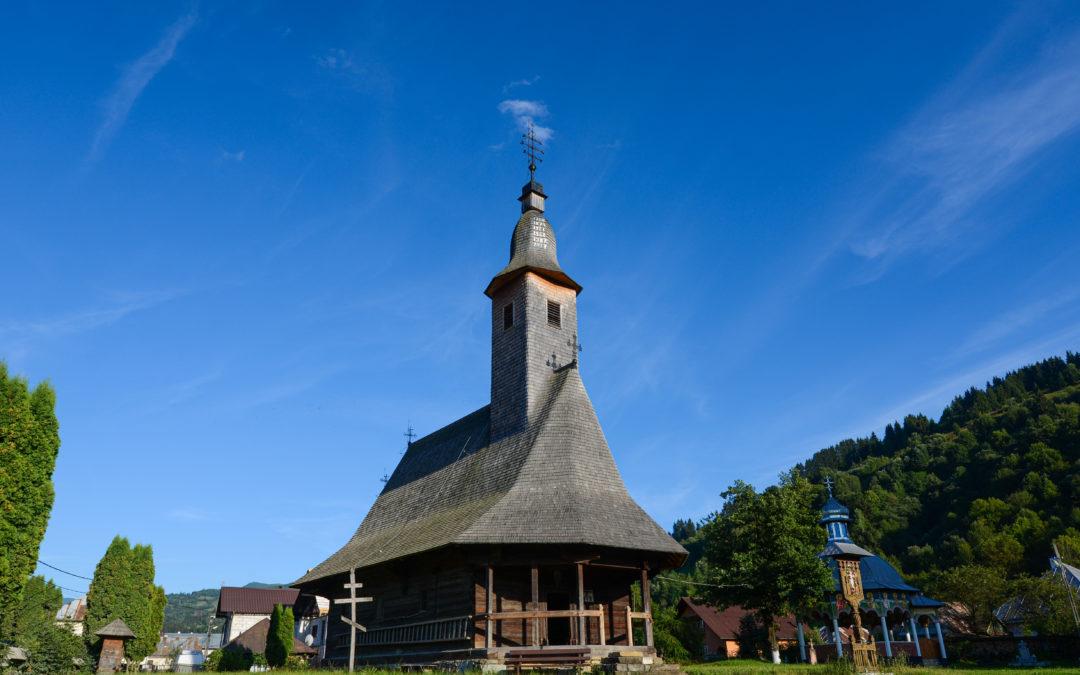 """Biserica de lemn """"Înălțarea Domnului"""" din Poienile de sub Munte"""