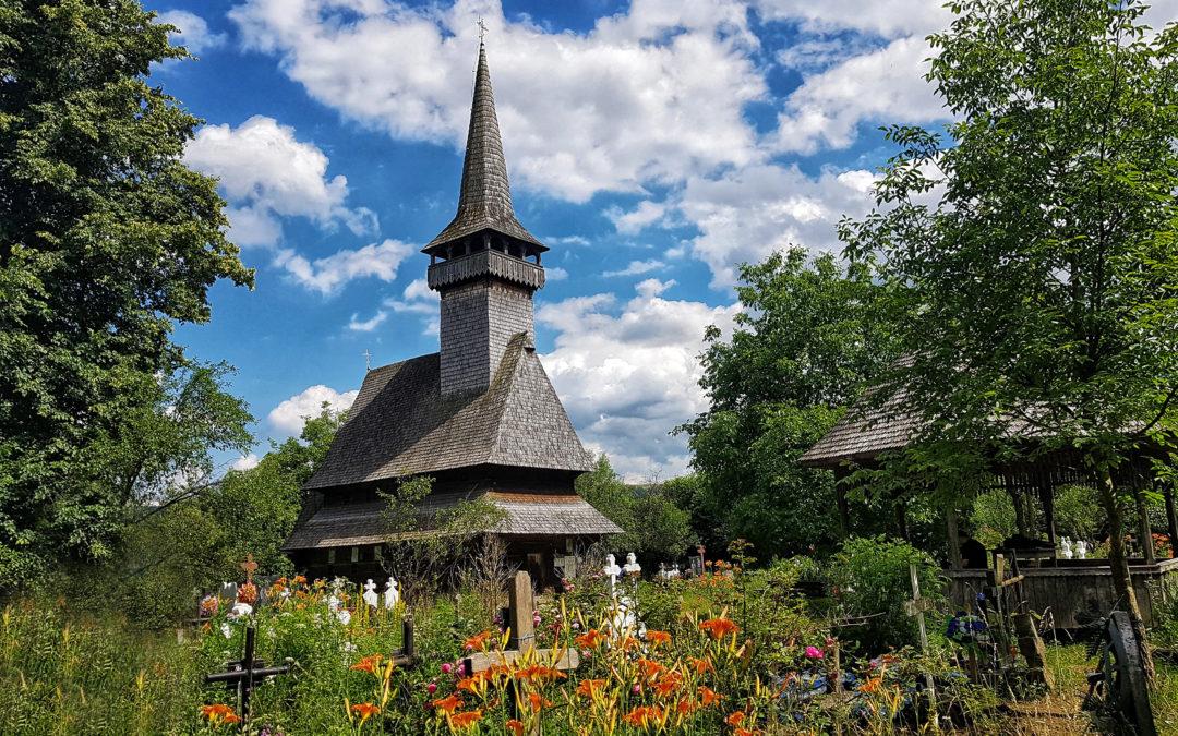 """Biserica de lemn """"Cuvioasa Paraschiva"""" din Sat-Șugatag"""