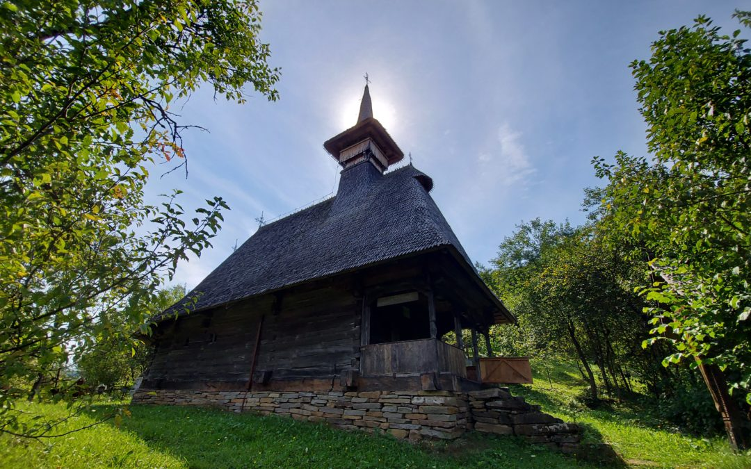 """Biserica de lemn """"Cuvioasa Paraschiva"""" din Valea Stejarului"""